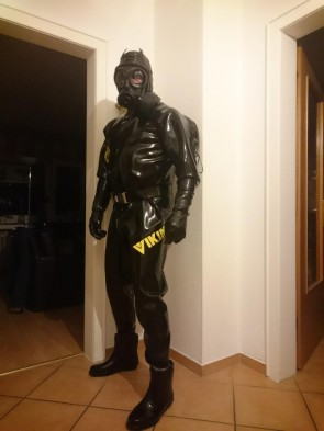 Men's male's rubber latex catsuit with shoulder and cortch zippers hoods ,gloves and socks  is attahed